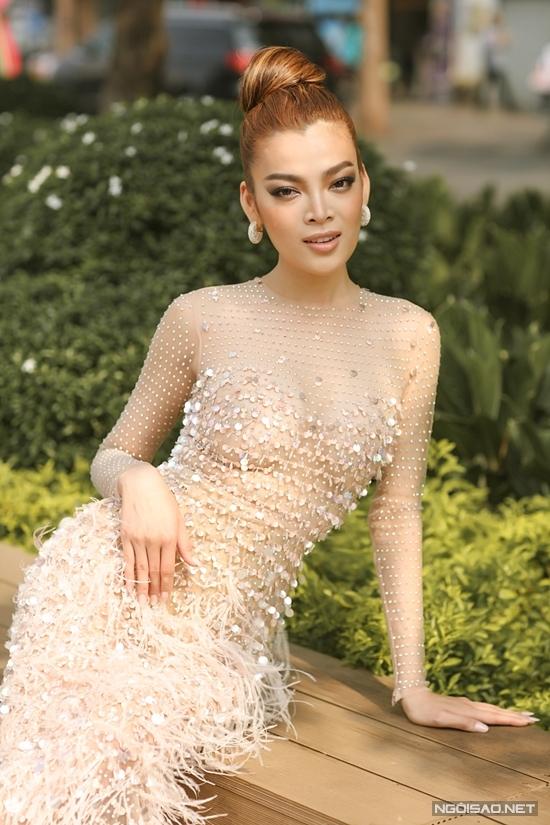 Hoa hậu Trân Đài:  - 6