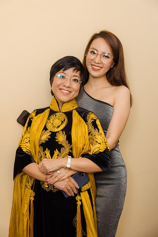 Thuỵ Vân thân thiết với MC Thảo Vân tại hậu trường. MC Thảo Vân đã có 17 năm gắn bó với chương trình Gặp nhau cuối năm. Chị từng kết hôn với NSND Công Lý và có với anh một cậu con trai trước khi chia tay. Hiện tại, cả hai giữ mối quan hệ bạn bè để cùng chăm sóc và nuôi dạy con.