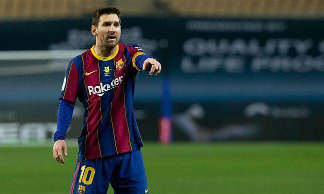 Messi nhận 86 triệu USD tiền lương trước thuế một năm ở Barca, chưa tính thưởng. Nhưng, anh đã đồng ý cùng đồng đội giảm lương hỗ trợ Barca trong tháng 11/2020. Chưa rõ Messi giảm bao nhiêu lương, nhưng theo tỷ lệ trung bình 35% toàn đội, lương sau khi giảm của Messi còn 56 triệu USD - chiếm 20% lương đội một và ban huấn luyện Barca. Ảnh: Reuters