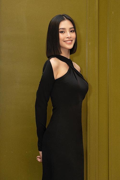 Hoa hậu Tiểu Vy cá tính với kiểu tóc ngắn.