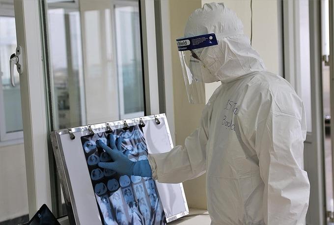 Bác sĩ điều trị Covid-19 ở Hải Dương. Ảnh: Bộ Y tế.