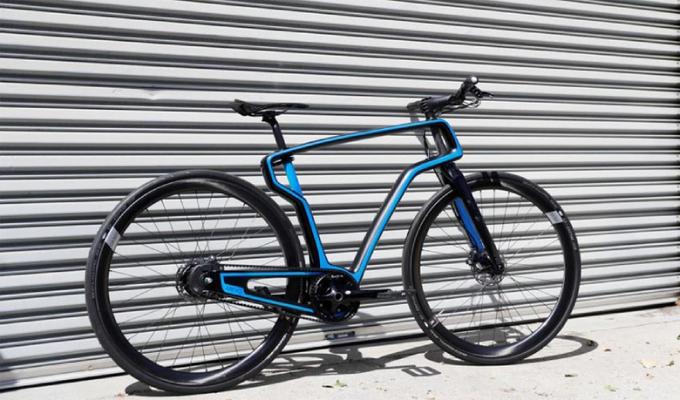 Sản phẩm xe đạp làm từ sợi carbon siêu nhẹ do Arevo chế tạo từ công nghệ in 3D.