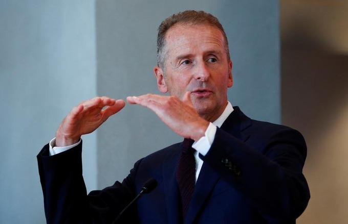 CEO Volkswagen Group Herbert Diess tại một cuộc hợp báo ngày 23/9/2020. Ảnh: Reuters.
